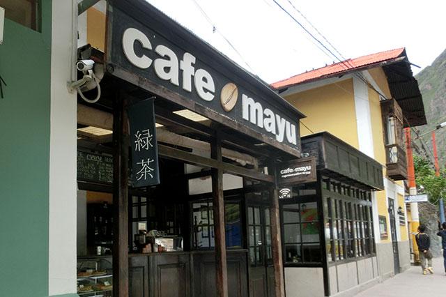 駅構内のカフェにはなぜか「緑茶」の文字が