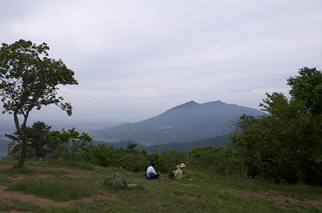 宝篋山から望む筑波山
