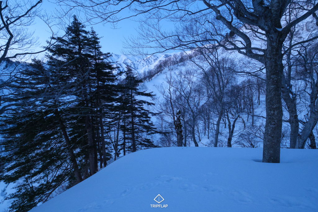 夜明け前の飯豊稜線